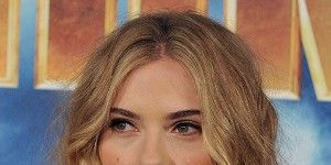Lip, Hairstyle, Chin, Forehead, Eyebrow, Eyelash, Style, Long hair, Beauty, Brown hair,
