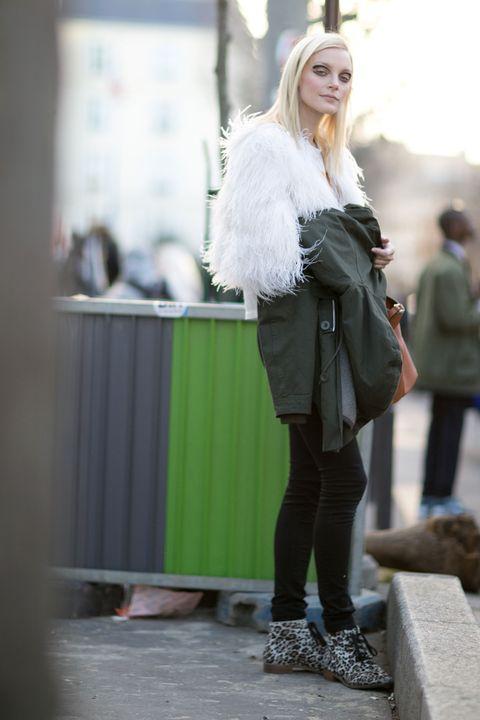 Textile, Outerwear, Style, Street fashion, Bag, Jacket, Fashion, Winter, Knee, Fur,