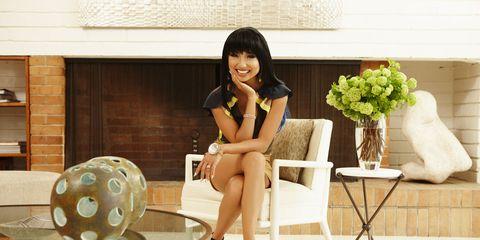 Black hair, Knee, Bouquet, Interior design, Home, Design, Ball, Sphere, Flower Arranging, Artificial flower,