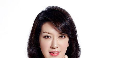 Finger, Lip, Skin, Shoulder, Elbow, Joint, Wrist, Eyelash, Style, Fashion accessory,