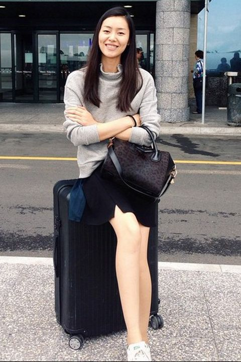 Clothing, Shoulder, Outerwear, Bag, Style, Street fashion, Sitting, Fashion accessory, Fashion, Luggage and bags,