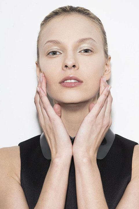 Finger, Lip, Hairstyle, Skin, Chin, Forehead, Eyebrow, Eyelash, Hand, Style,