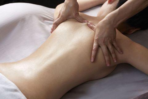 Finger, Skin, Human leg, Joint, Wrist, Organ, Nail, Toe, Barefoot, Close-up,