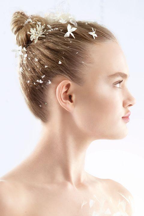 Ear, Lip, Hairstyle, Skin, Chin, Forehead, Hair accessory, Eyebrow, Eyelash, Headpiece,