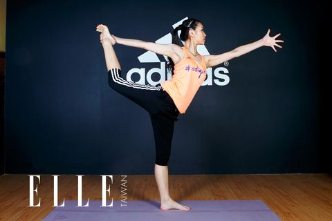 Flooring, Hand, Wrist, Floor, Elbow, Waist, Performing arts, Active pants, Exercise, Hardwood,
