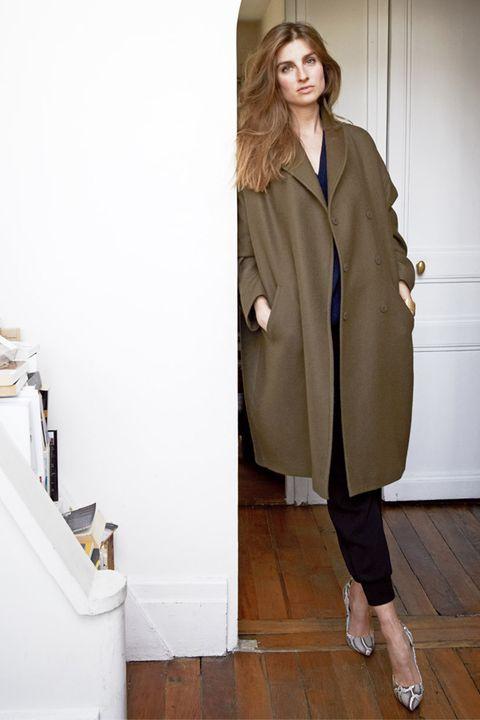 Clothing, Coat, Sleeve, Collar, Overcoat, Outerwear, Style, Floor, Blazer, Street fashion,