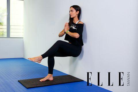Human leg, Shoulder, Wrist, Elbow, Yoga mat, Joint, Physical fitness, Exercise, Active pants, Knee,