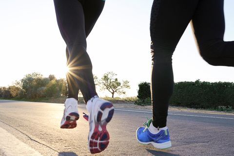 Footwear, Human leg, Joint, Asphalt, Road surface, Athletic shoe, People in nature, Sunlight, Knee, Active pants,