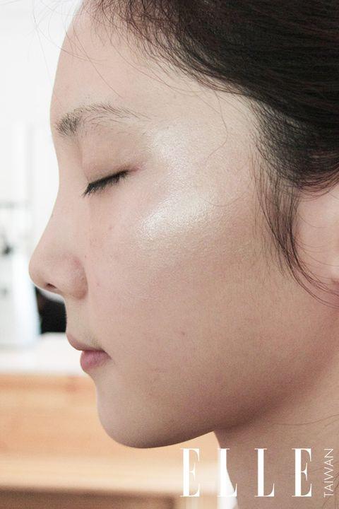 Lip, Cheek, Hairstyle, Skin, Chin, Forehead, Eyelash, Shoulder, Eyebrow, Mammal,