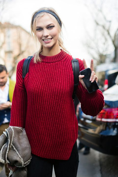 Sleeve, Winter, Style, Street fashion, Sweater, Bag, Waist, Brown hair, Shoulder bag, Blond,
