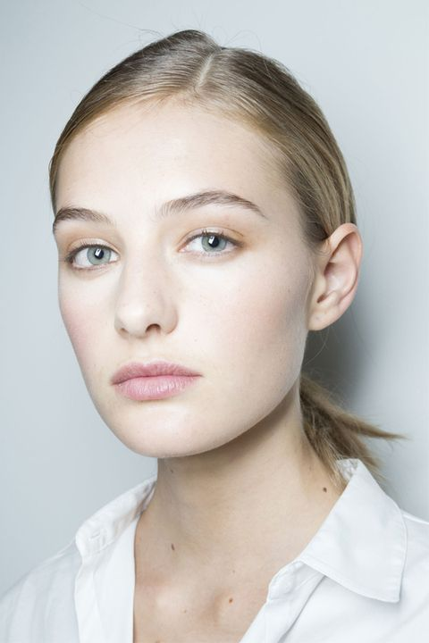 Lip, Cheek, Hairstyle, Skin, Chin, Forehead, Shoulder, Eyelash, Eyebrow, Collar,