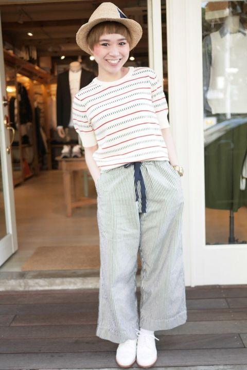 Sleeve, Hat, Shoulder, Floor, Flooring, Textile, Standing, T-shirt, Sun hat, Fashion,