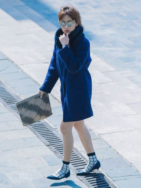 Clothing, Blue, Leg, Sleeve, Human leg, Shoulder, Outerwear, Style, Street fashion, Coat,
