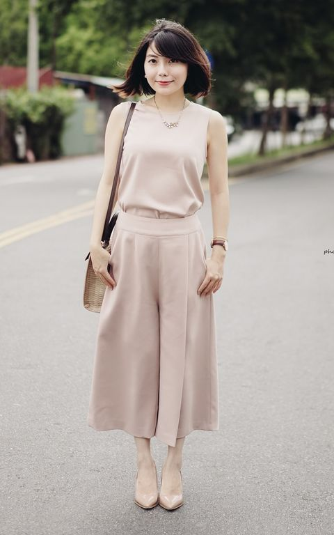 Clothing, Brown, Sleeve, Shoulder, Textile, Photograph, Joint, White, Style, Street fashion,