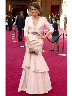 Human, Trousers, Flooring, Textile, Bag, Pink, Formal wear, Dress, Style, Carpet,
