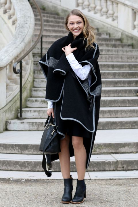 Clothing, Stairs, Sleeve, Textile, Outerwear, Bag, Collar, Style, Street fashion, Fashion accessory,