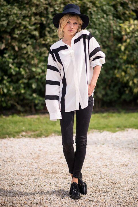 Clothing, Sleeve, Collar, Outerwear, Style, Fashion accessory, Street fashion, Knee, High heels, Fashion model,