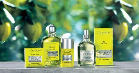 Fluid, Liquid, Product, Bottle, Glass bottle, Cosmetics, Solvent, Solution, Bottle cap, Label,