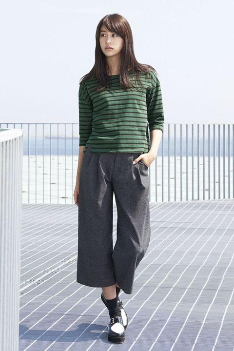 Clothing, Product, Sleeve, Shoulder, Textile, Standing, Joint, Style, Pattern, Waist,
