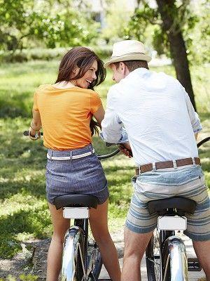 Wheel, Bicycle wheel rim, Hat, Bicycle wheel, Shirt, Recreation, Bicycle, Bicycle handlebar, Outdoor recreation, Shorts,