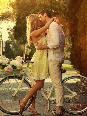 Footwear, Tire, Wheel, Bicycle wheel rim, Bicycle tire, Bicycle wheel, Bicycle, Photograph, Bicycle part, Dress,