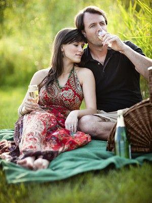 Human, Sitting, Dress, Interaction, People in nature, Bottle, Drink, Water bottle, Romance, Love,