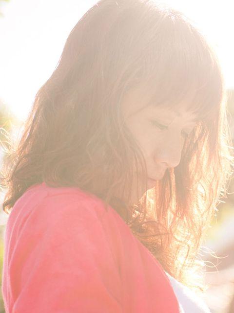 Lip, Hairstyle, Mammal, Happy, Sunlight, People in nature, Light, Organ, Long hair, Beauty,