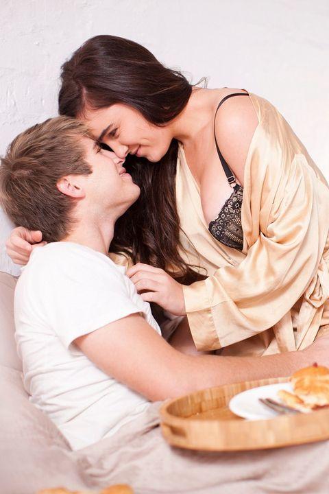 Comfort, Plate, Interaction, Sharing, Sitting, Love, Dish, Cuisine, Tableware, Dishware,