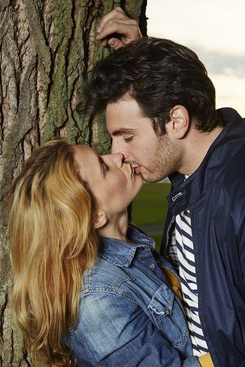 Ear, Cheek, Forehead, Kiss, Mammal, People in nature, Romance, Interaction, Love, Jacket,