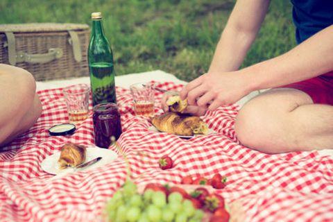 Bottle, Drinkware, Food, Drink, Glass bottle, Alcohol, Alcoholic beverage, Tableware, Plate, Produce,