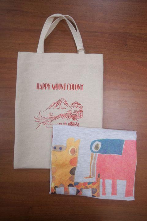 Bag, Shopping bag, Tote bag, Shoulder bag, Coquelicot, Paper product, Label, Paper, Wood flooring,