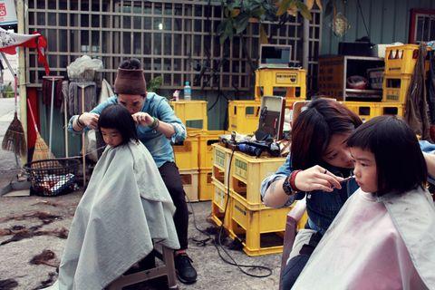Hair, Luggage and bags, Box, Service, Handbag, Hair coloring,