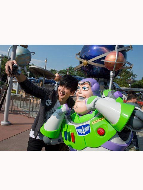 Fictional character, Animated cartoon, Animation, Mascot, Inflatable, Hero, Glove,