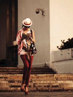 Hat, Standing, Fashion accessory, Sun hat, Street fashion, Headgear, Knee, Bag, High heels, Fedora,