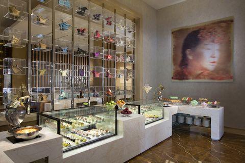 Interior design, Collection, Display case, Interior design, Picture frame, Paint, Retail, Flower Arranging, Exhibition, Art exhibition,