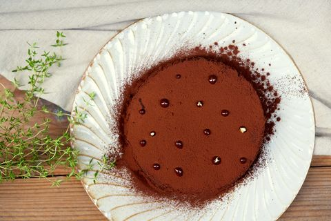 Brown, Serveware, Dishware, Plate, Dessert, Baked goods, Ingredient, Kuchen, Snack, Cake,