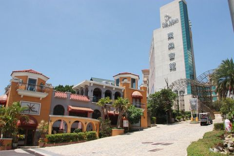 Town, Real estate, Mixed-use, Commercial building, Arecales, Sidewalk, Driveway, Urban design, Palm tree, Tower block,