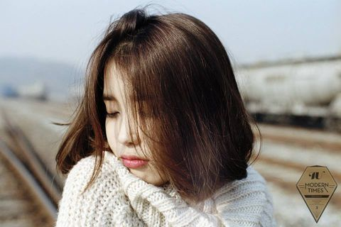 Lip, Hairstyle, Textile, Winter, Organ, Beauty, Sweater, Photography, Brown hair, Street fashion,