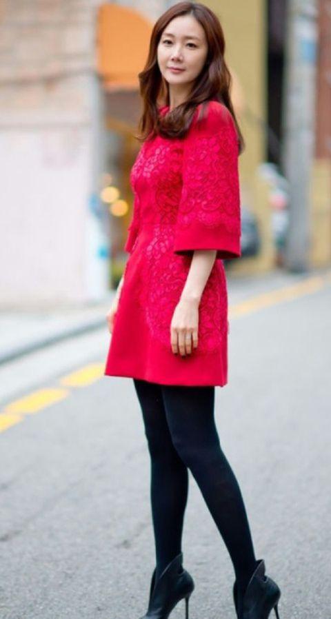 Clothing, Sleeve, Shoulder, Textile, Joint, Style, Street fashion, Magenta, Fashion, Pattern,