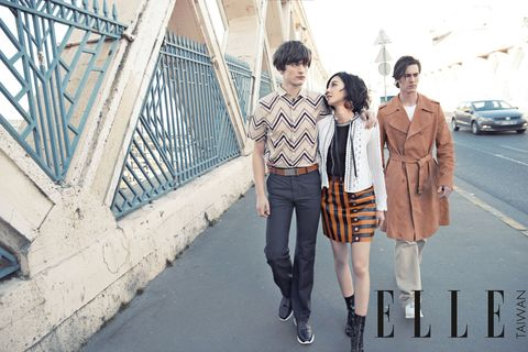 Clothing, Trousers, Outerwear, Collar, Street fashion, Pattern, Plaid, Jacket, Bag, Photography,
