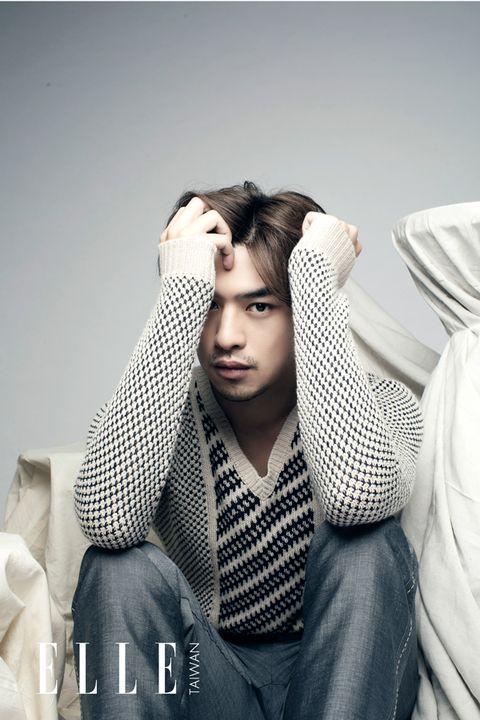 Comfort, Jaw, Black hair, Sitting, Eyelash, Cool, Flash photography, Photography, Model, Portrait photography,