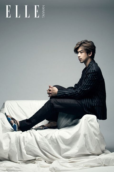 Human body, Shoe, Sitting, Knee, Model, Photo shoot, Fashion model, Ankle, Stock photography, Suit trousers,