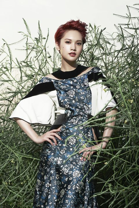 Clothing, Sleeve, Dress, One-piece garment, Fashion, Day dress, Vintage clothing, Fashion model, Grass family, Red hair,