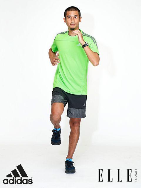 Leg, Finger, Sleeve, Human leg, Human body, Shoulder, Elbow, Standing, Joint, Active shorts,