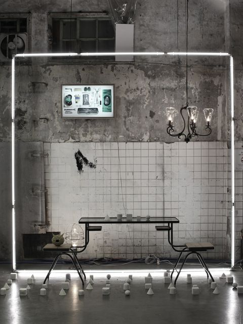 Floor, Wall, Iron, Metal, Monochrome, Rectangle, Black-and-white, Tile, Silver, Transparent material,