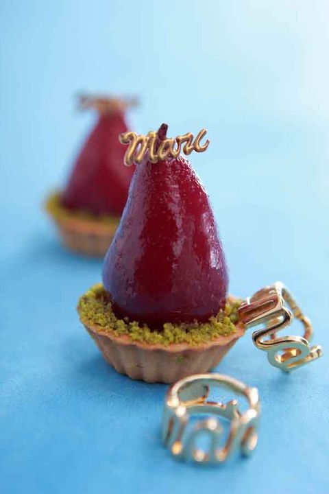 Serveware, Sweetness, Produce, Fruit, Maroon, Natural foods, Still life photography, Cone, Dessert, Confectionery,
