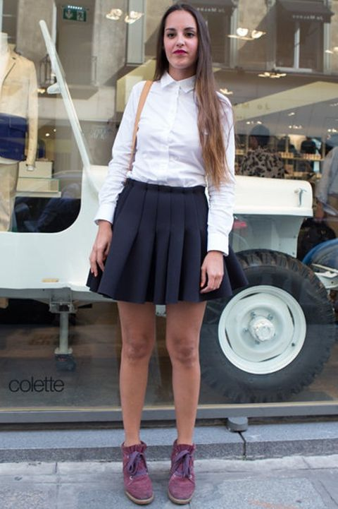 Sleeve, Automotive tire, Shoulder, Human leg, Style, Collar, Street fashion, Fashion accessory, Fashion, Waist,