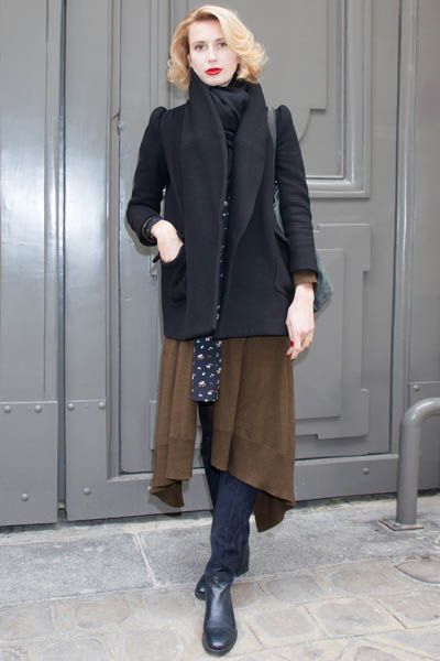 Clothing, Brown, Sleeve, Human body, Shoulder, Shoe, Textile, Standing, Joint, Outerwear,