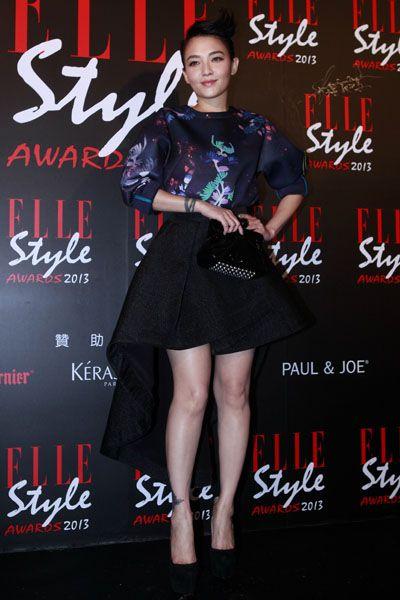 Sleeve, Style, Formal wear, Fashion model, Fashion, Dress, Waist, Black, Youth, Advertising,