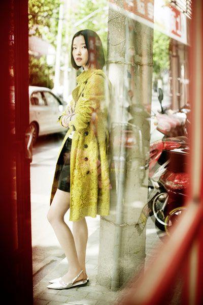 Human leg, Shoe, Dress, Street fashion, Bag, Tints and shades, High heels, Sandal, One-piece garment, Foot,